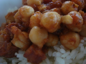 Garbanzos con chorizo (chick peas and hot dry Spanish sausage)